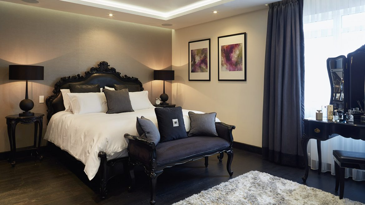 High-end bedroom in Hyde Park