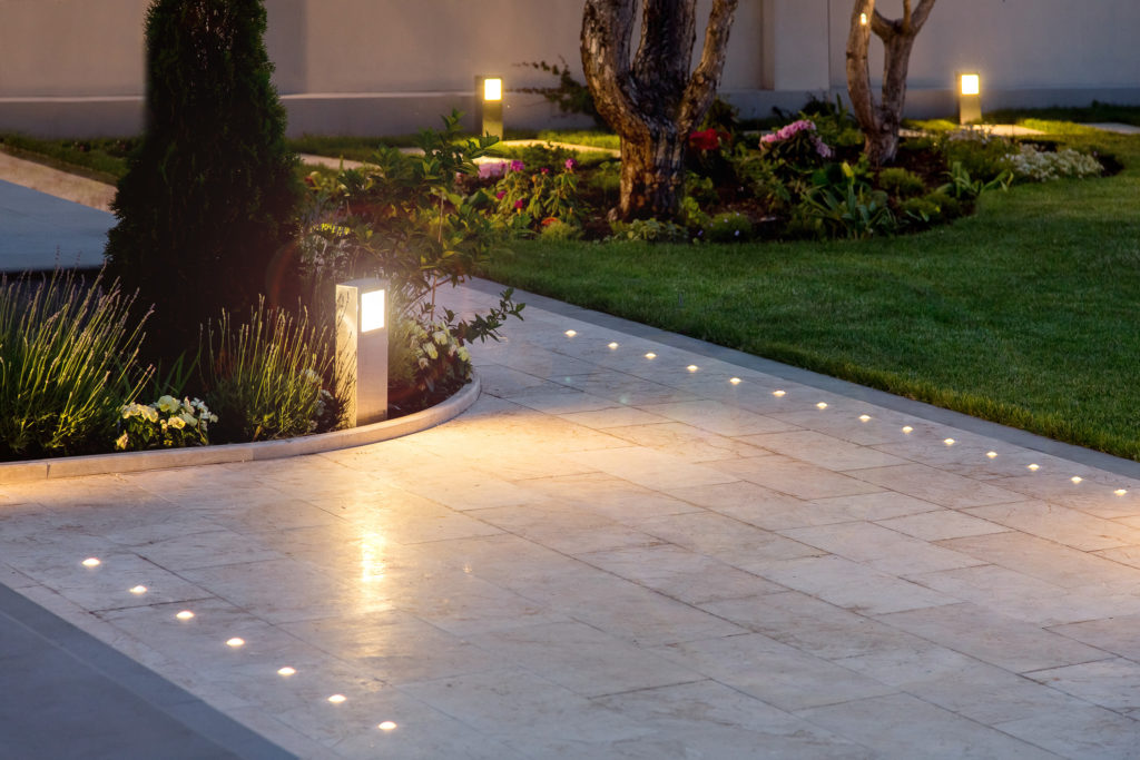 Garden Smart Lighting - Outdoor Cinema Lighting - smart outdoor lighting installed by mdfx within in west london
