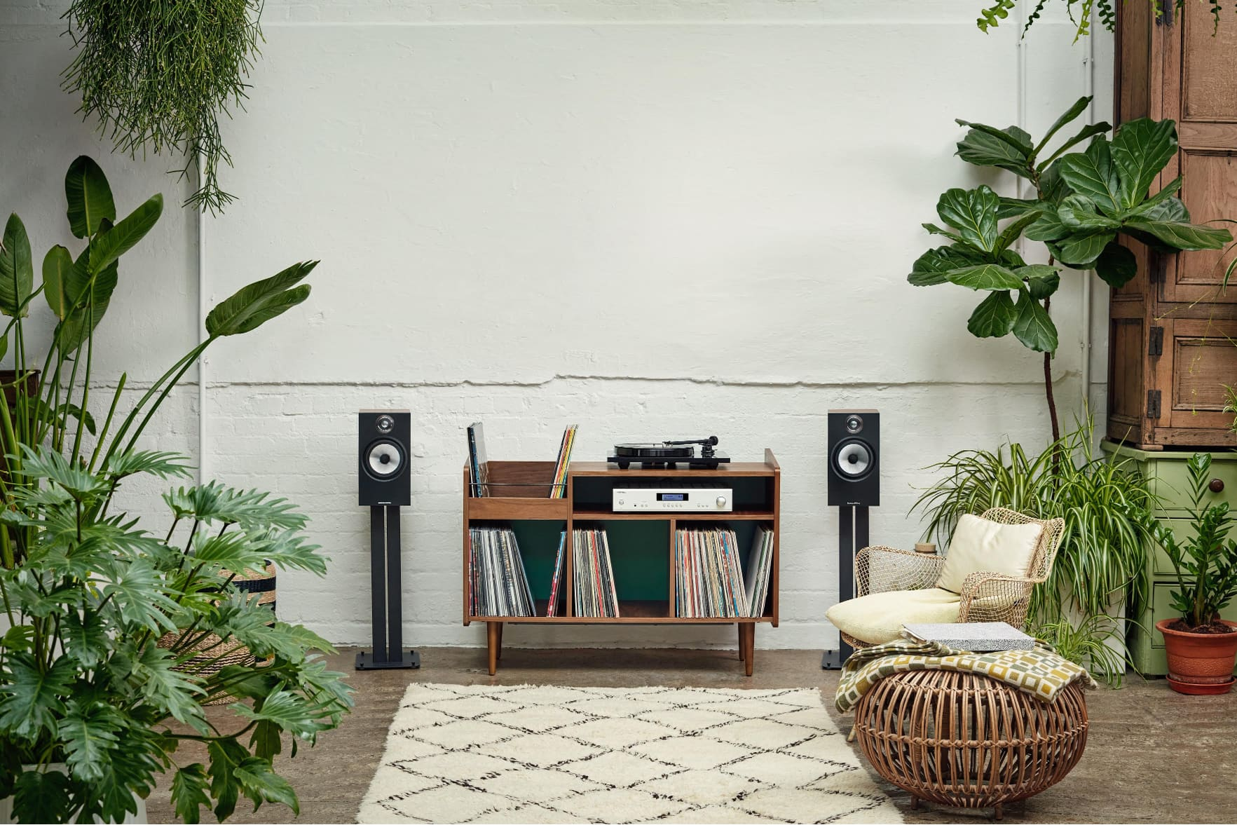 Bowers and Wilkons surround sound system high end audio expensive sound system