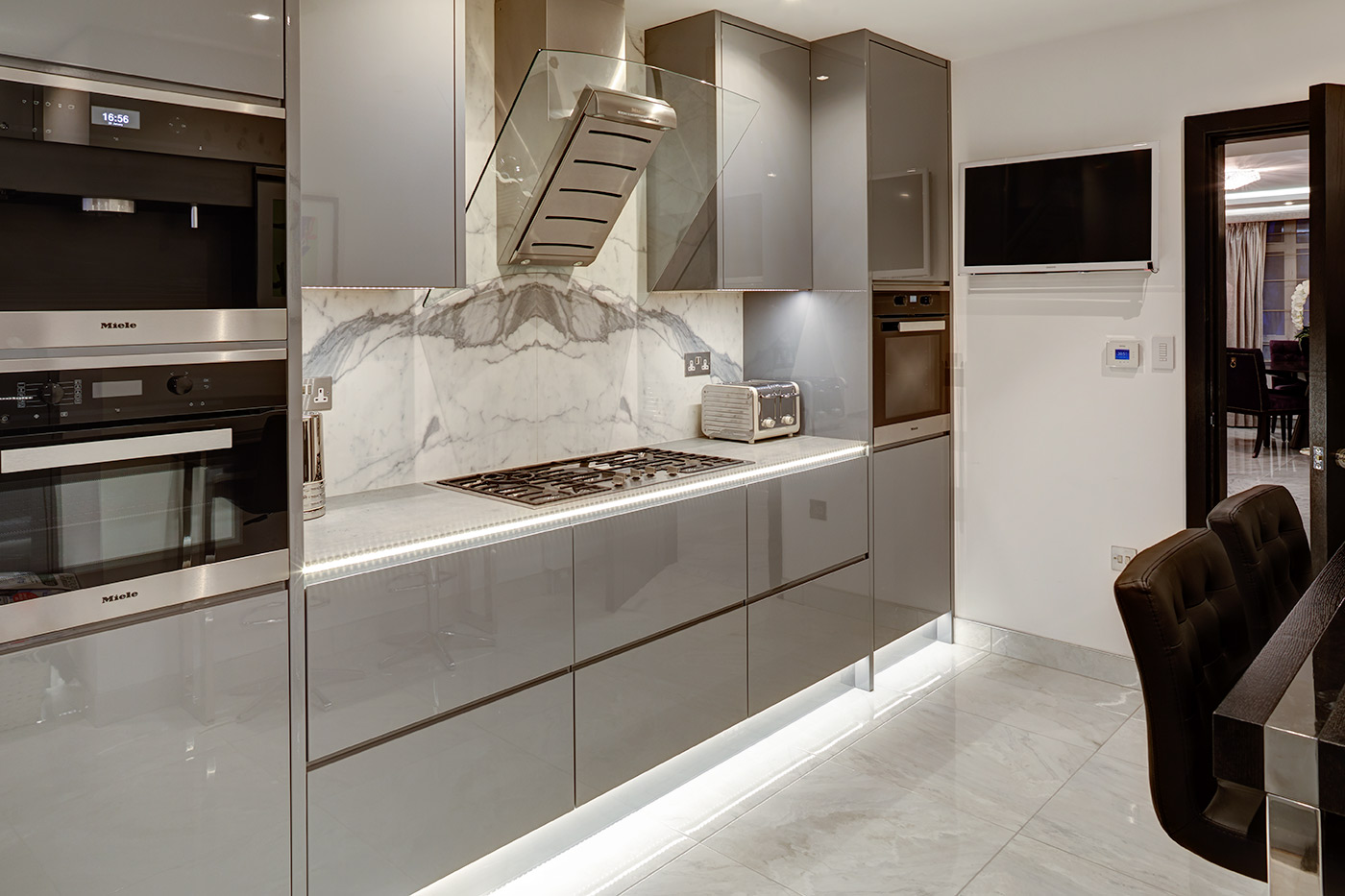 Luxury Kitchen Design - Luxury interiors - High end property London - Expensive Property - Marble Kitchen - Smart Kitchen - Luxury Lighting design